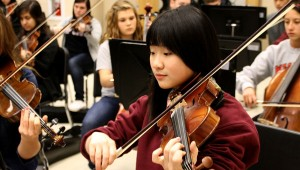 Isabelle Li rehearses with the rest of the Junior and Sophomore Orchestra during third hour. She is concertmaster for the winter concert.